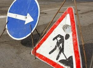 «Шестерка» переехала дорожного рабочего и врезалась в КамАЗ в Волгоградской области