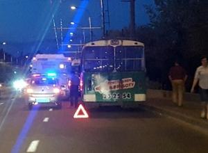 Троллейбус с автобусом не поделили дорогу на севере Волгограда
