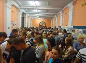 В Волгограде бюджетников на публичные слушания вывозили автобусами