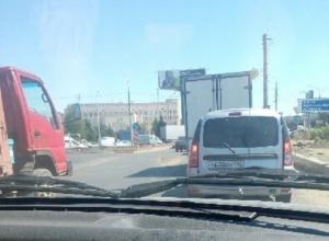 Гигантская пробка образовалась на Самарском разъезде в Волгограде