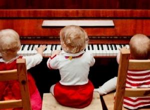 Волгоградским школам искусств купят по одному музыкальному инструменту