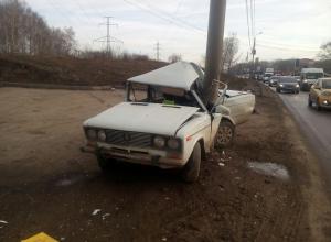18-летний парень угнал и разбил соседский ВАЗ-2106 в Волгоградской области