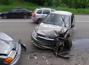Пьяный водитель Lada устроил массовое ДТП с маршруткой под Волгоградом