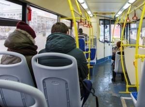 55-летняя жительница Волгограда выпала на проезжую часть из автобуса «Питеравто»