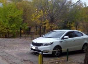 Волгоградец «выбросил» на всеобщее обозрение фотографии захватчиков дворовых парковок