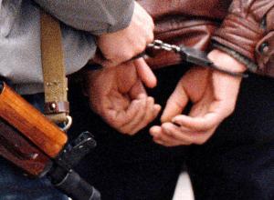 В Волгограде мужчина продавал наркотики и давал деньги под проценты