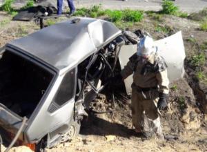 27-летнюю девушка-водителя зажало между ВАЗом и Volkswagen в ДТП с тремя пострадавшими под Волгоградом