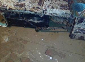 Бригада «Водоканала» затопила 3 частных дома в Волгограде, откачивая воду на месте порыва