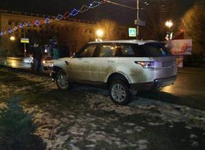 Range Rover протаранил три автомобиля в центре Волгограда: водитель скрылся