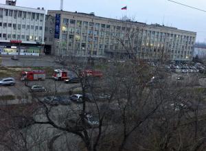 В МЧС объяснили причины появления колонны пожарных машин у арбитражного суда Волгограда