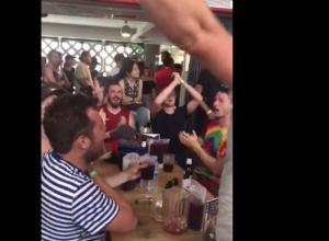 Англичане поддержали волгоградцев в баре в Испании после победы сборной России