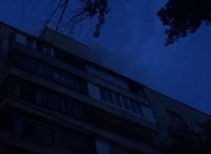 Электрощитовые на трех этажах загорелись в высотке на юге Волгограда