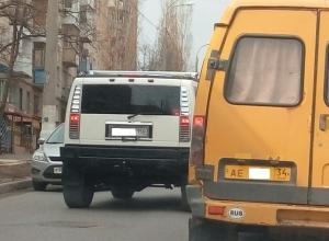 Жителей Волгограда возмутил дерзкий Hummer на «встречке»