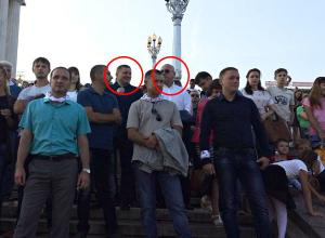 Радостный губернатор и глава волгоградской администрации в темных очках отмечают День города