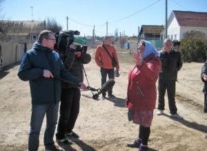 Федеральный ТВ-канал снимает сползающее в Волгу село под Волгоградом