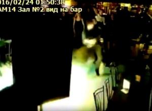 На видео попала массовая драка на 23 февраля в баре Волгограда