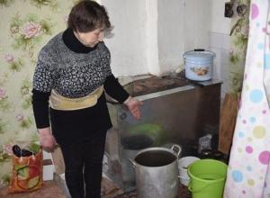 Жители поселка под Волгоградом больше месяца живут без воды