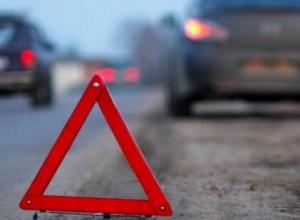 Автомобили разбились всмятку во дворе дома в центре Волгограда