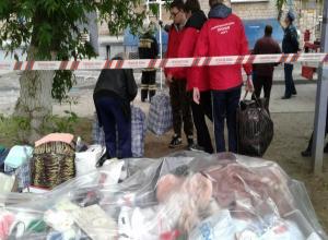 Студенты ВолГУ спасают вещи жильцов из взорвавшегося дома