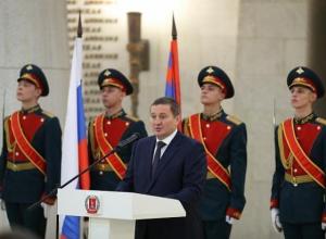 В День конституции волгоградский губернатор наградил митрополита, учителя и почетного гражданина