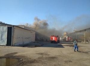 Пожар вспыхнул на мебельной фабрике Ермана в Волгограде