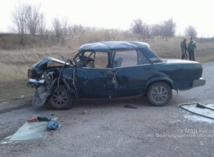 Четыре человека пострадали в аварии под Волгоградом