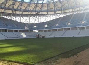 Футбольное поле на стадионе «Волгоград Арена» прошили длиной экватора Земли