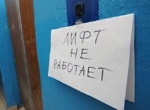 Благодаря властям Волгограда 93-летний ветеран с супругой год не могли выйти на улицу из-за сломанного лифта