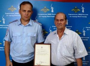 Притворившийся журналистом волгоградец украл у заслуженного строителя России госнаграду