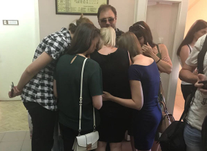 Родные погибшей в ДТП волжской семьи отказались брать 800 тысяч рублей от единоросса-убийцы
