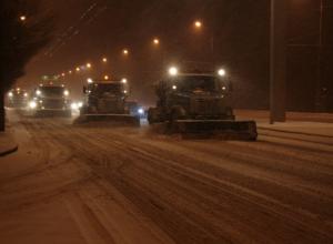 На дороги Волгограда высыпали 300 тонн реагентов