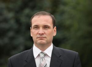 Партийный функционер и чиновник в одном лице принимает подарки на законных основаниях