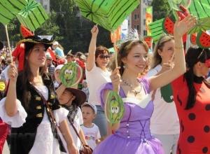 Бременские музыканты, гигантские арбузы и полицейские ретро-автомобили: Камышин отметил арбузный фестиваль