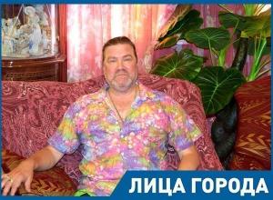 - Мы с женой воспитываем 14 девочек и 7 мальчиков, - самый многодетный отец Волгограда Сергей Симушин