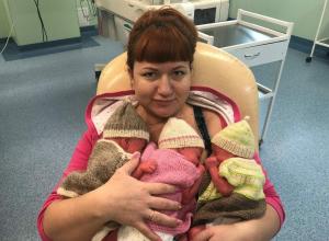 Тройня малышей появилась на свет у очаровательной рыжеволосой мамы в перинатальном центре Волгограда