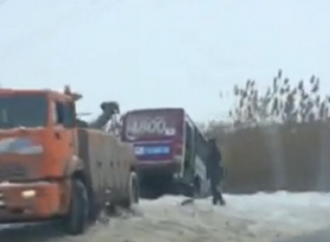 На «расчищенных» дорогах Волгограда бьются авто