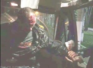 Четкий удар банкой грибов в голову моджахеда попал на видео в маршрутке Волжского