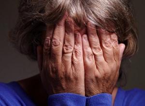 Молодой парень склонил 71-летнюю пенсионерку к оральному сексу в Волгоградской области