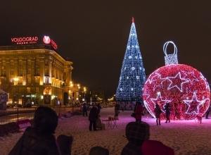 Жители Волгограда оценили «Конструктор желаний» около главной елки города