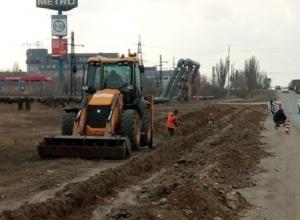 Масштабный ремонт начали дорожники Волгограда на улице Домостроителей
