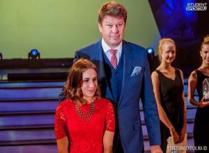 Хрупкая чемпионка по пауэрлифтингу попала из Фролово на бал в Москву