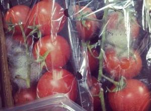 Магазины Волгограда наказали за гнилые помидоры