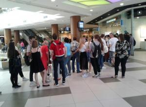 Волгоградцы выстроились в огромную очередь ради бесплатных билетов на матч 9 мая