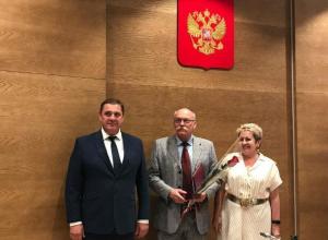 Спикер парламента Волгоградской области Николай Семисотов показался врачам