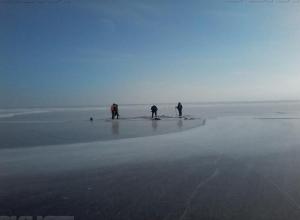 Четверо рыбаков из Краснодарского края пропали со льдины в Волгоградской области