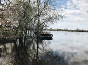 Мужчину насмерть затянуло под дамбу залива Дубовочка под Волгоградом
