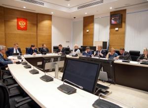 Андрей Бочаров поставил перед депутатами облдумы задачу увеличить продолжительность жизни людей