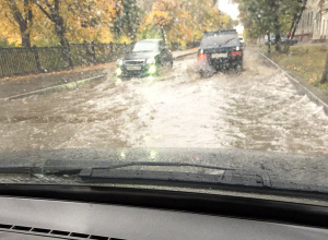 Стартовал сезон «плаванья» на машинах по Волгограду