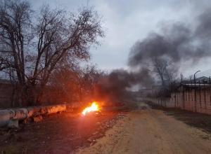 Дзержинский район Волгограда заволокло едким дымом