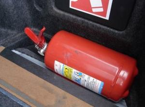 Неработающий огнетушитель едва не привел к трагедии в горящей машине под Волгоградом